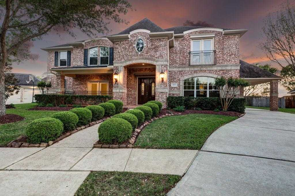 $398,000 - 4Br/4Ba -  for Sale in Victory Lakes, League City