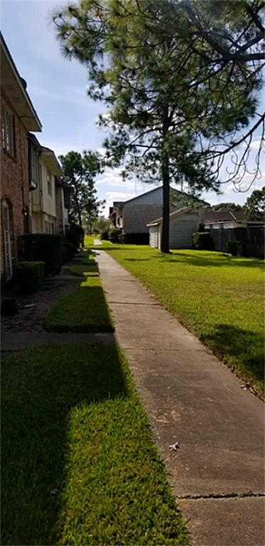 $79,000 - 2Br/2Ba -  for Sale in Willow Park Residence A Sec, Houston