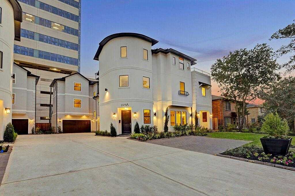 $1,150,000 - 4Br/5Ba -  for Sale in Southgate, Houston