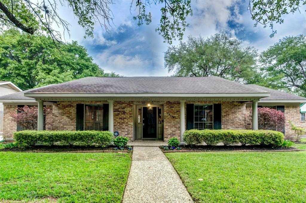 $475,000 - 4Br/3Ba -  for Sale in Walnut Bend Sec 07, Houston