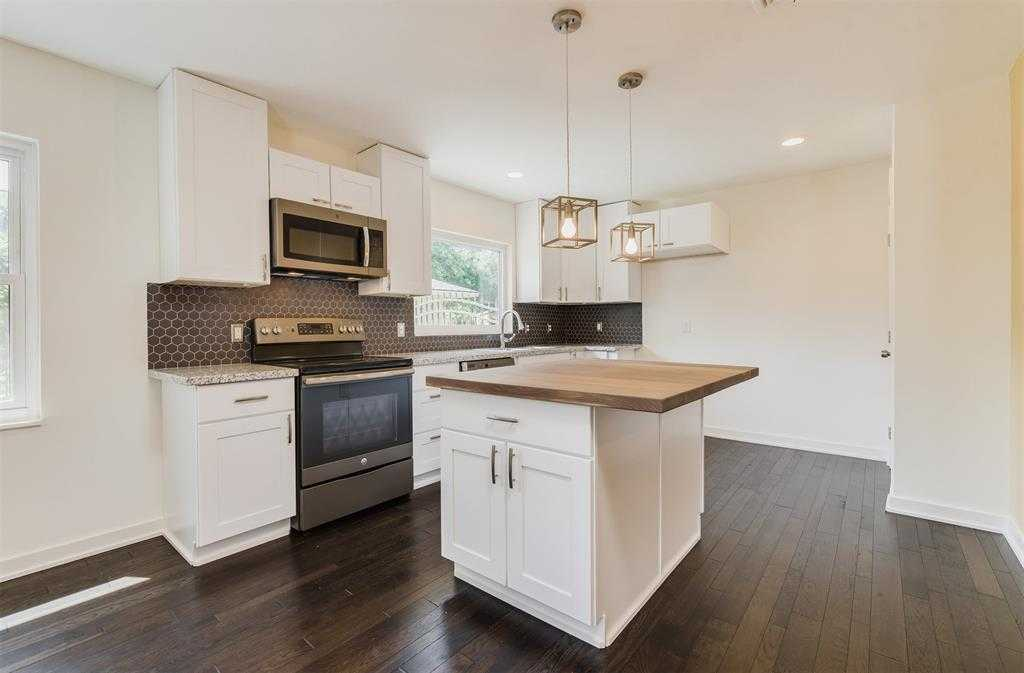 $250,000 - 3Br/2Ba -  for Sale in Braeburn Valley, Houston