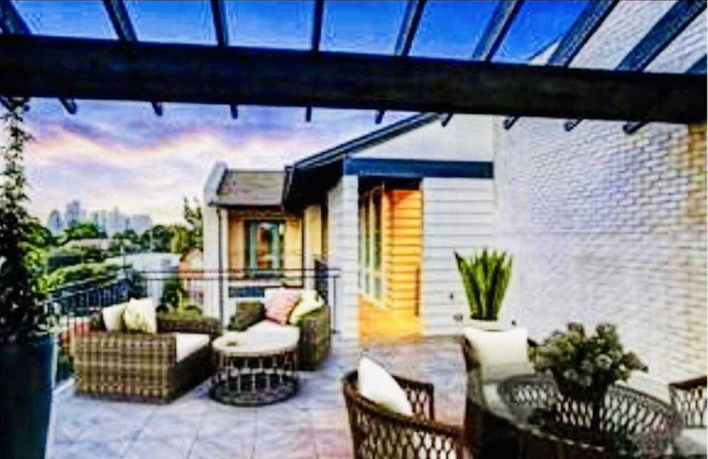 $1,100,000 - 4Br/5Ba -  for Sale in Plainview, Houston
