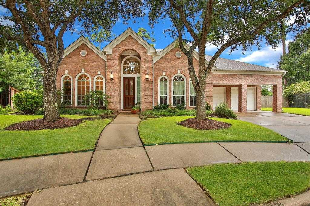 $378,000 - 4Br/4Ba -  for Sale in Waterford Park Sec 01, Houston