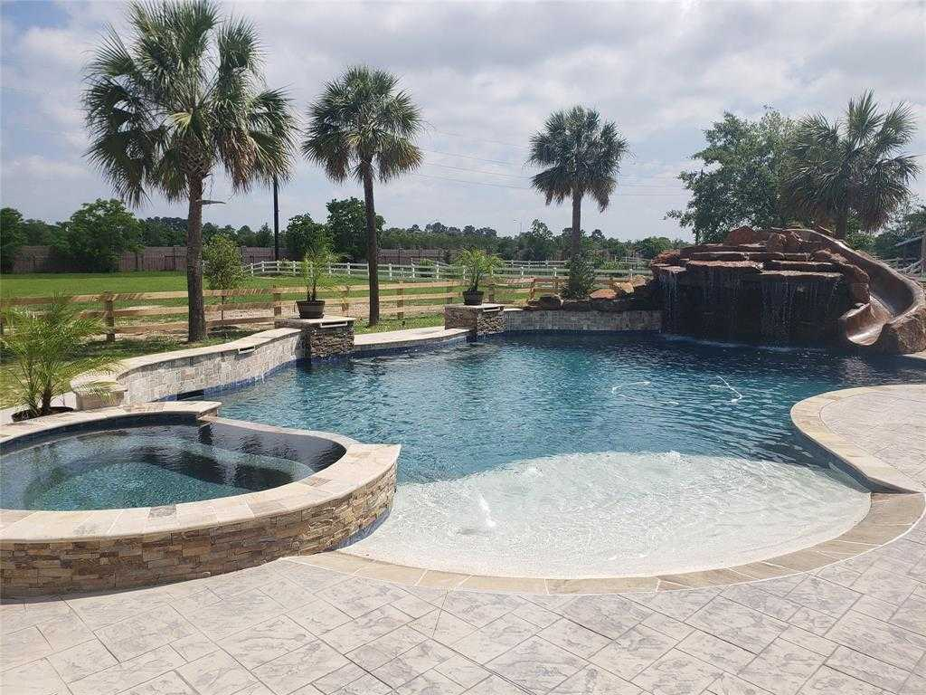 $1,099,000 - 6Br/6Ba -  for Sale in Stone Lake, Tomball