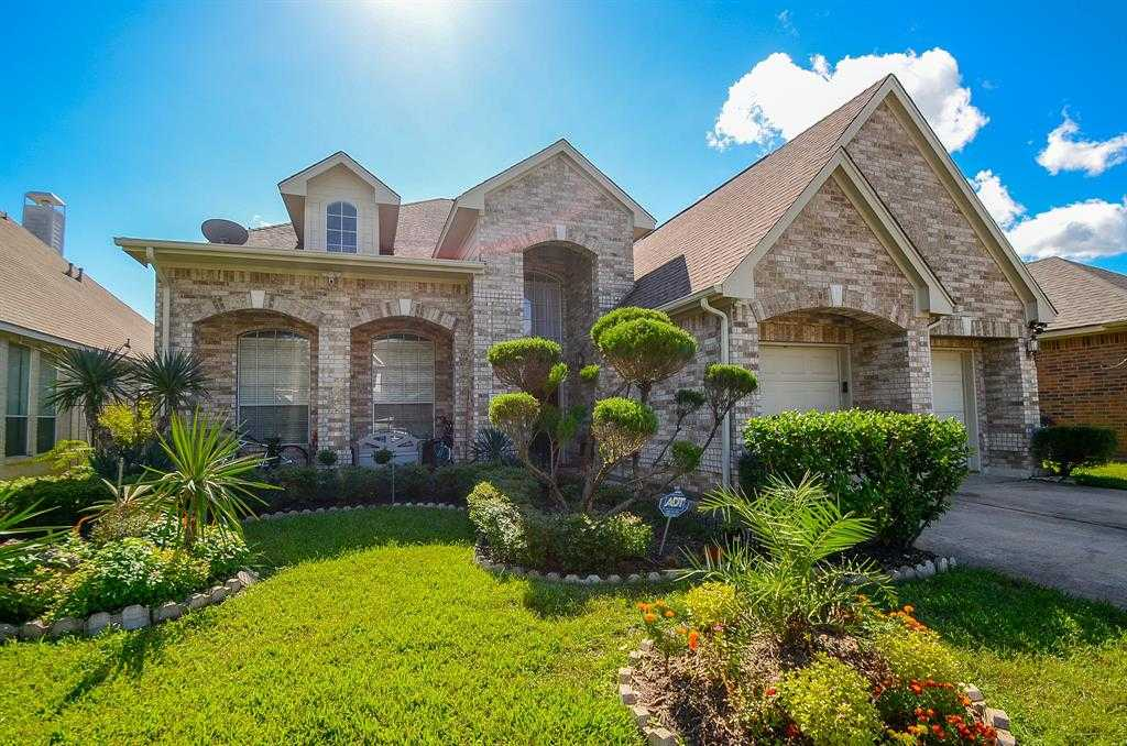 - 5Br/4Ba -  for Sale in Windermere Lakes Sec 3, Houston