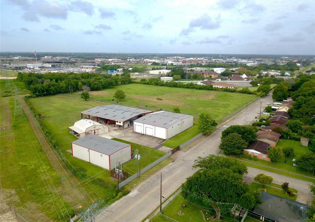 $3,000,000 - Br/Ba -  for Sale in Genoa Acres, Houston
