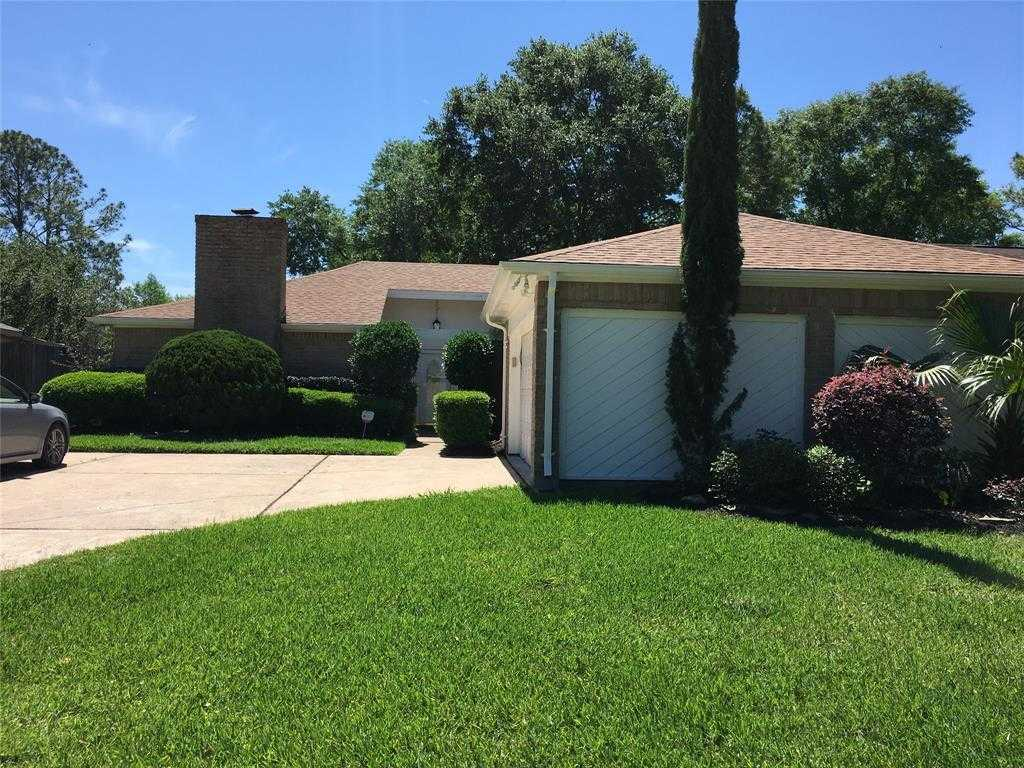 - 3Br/2Ba -  for Sale in Inwood North Sec 01, Houston