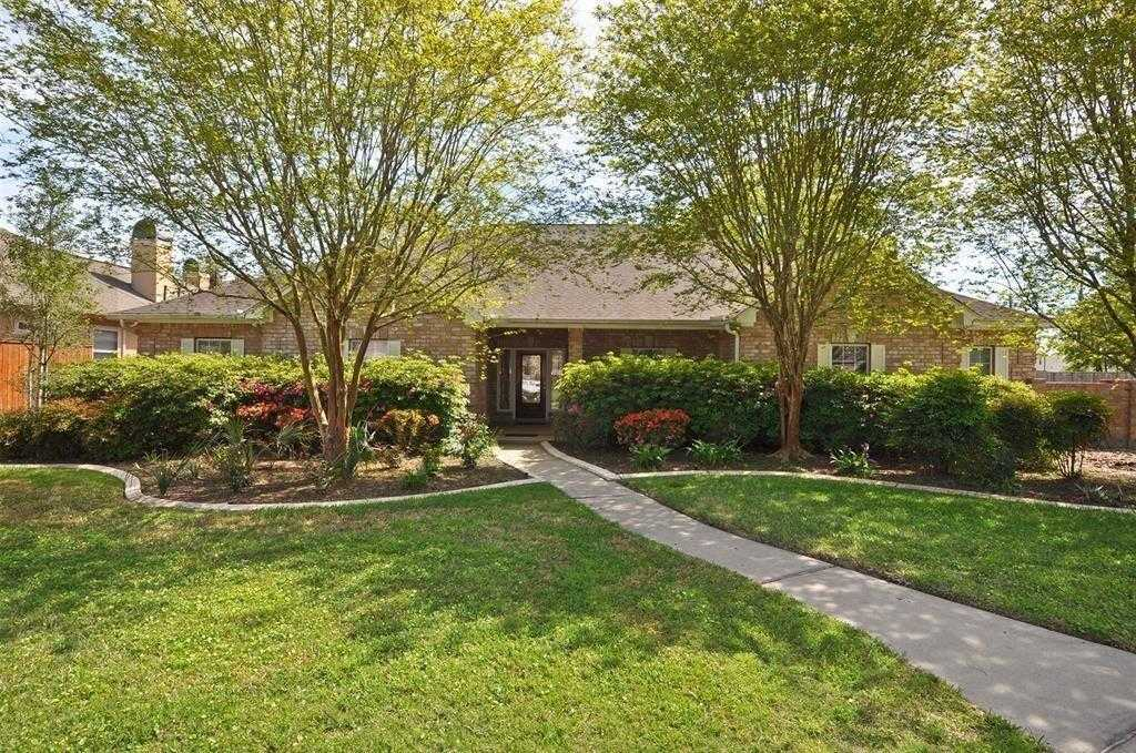 $449,000 - 4Br/4Ba -  for Sale in Kings Lake Estates, Kingwood