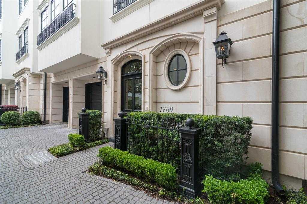 $1,455,000 - 3Br/4Ba -  for Sale in Cheyne Walk, Houston