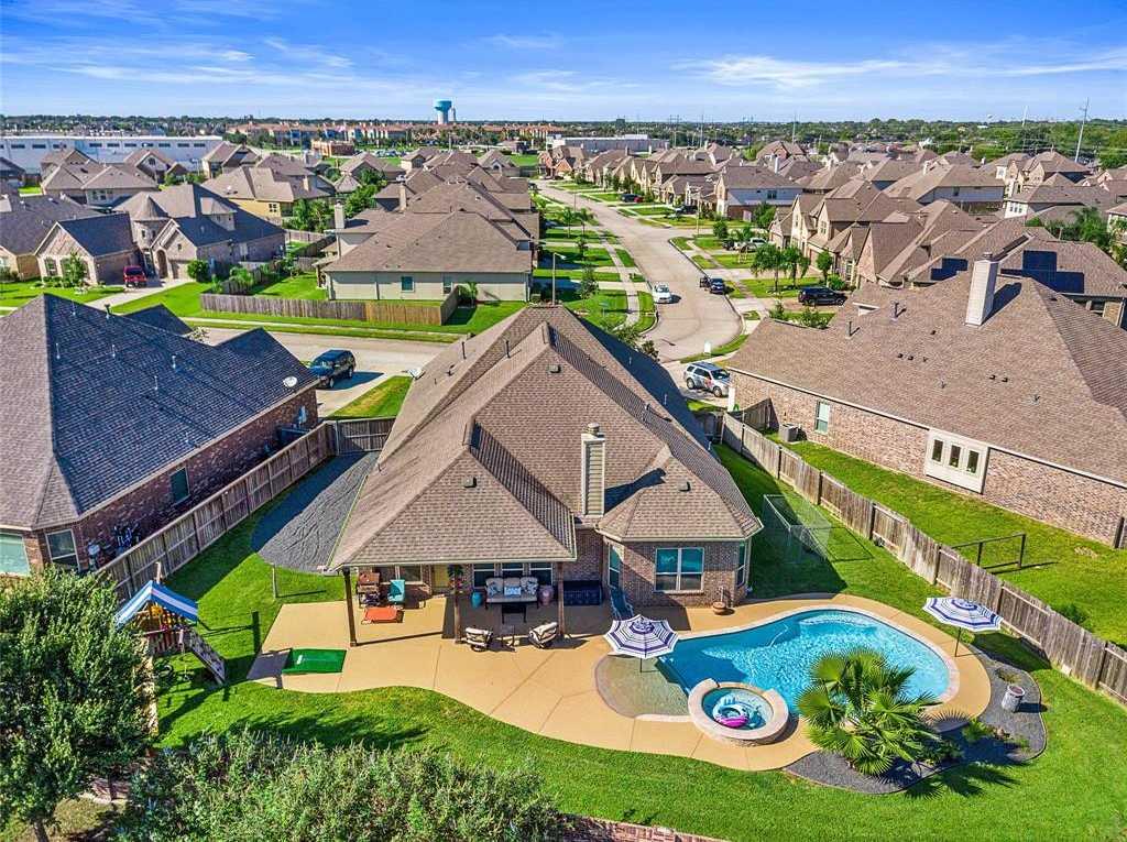 $374,900 - 4Br/3Ba -  for Sale in Hidden Lakes, League City
