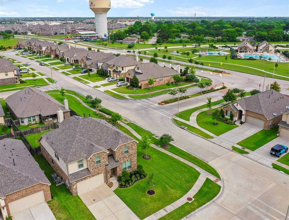 $344,500 - 4Br/3Ba -  for Sale in Hidden Lakes, League City
