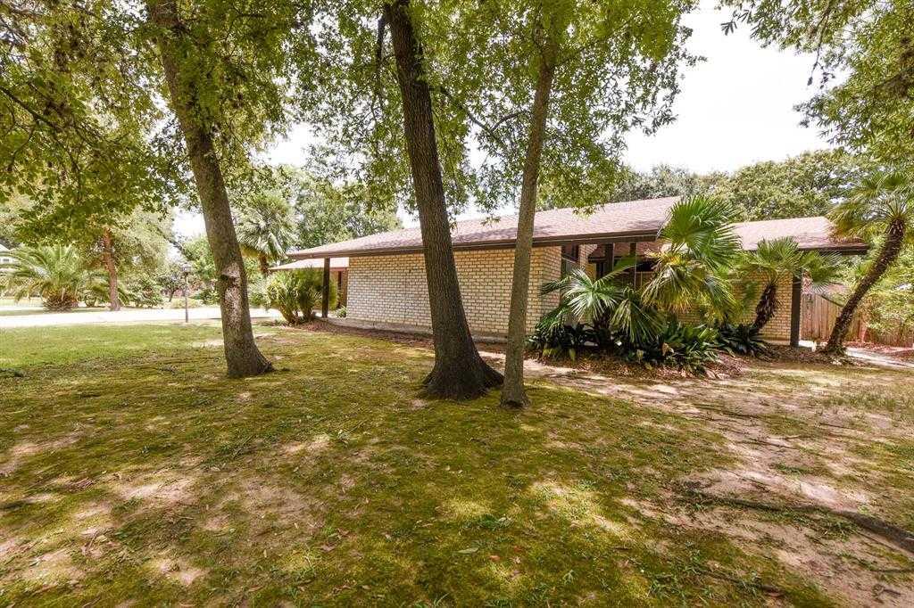 $250,000 - 3Br/2Ba -  for Sale in Meadowcreek Village Sec 07, Houston