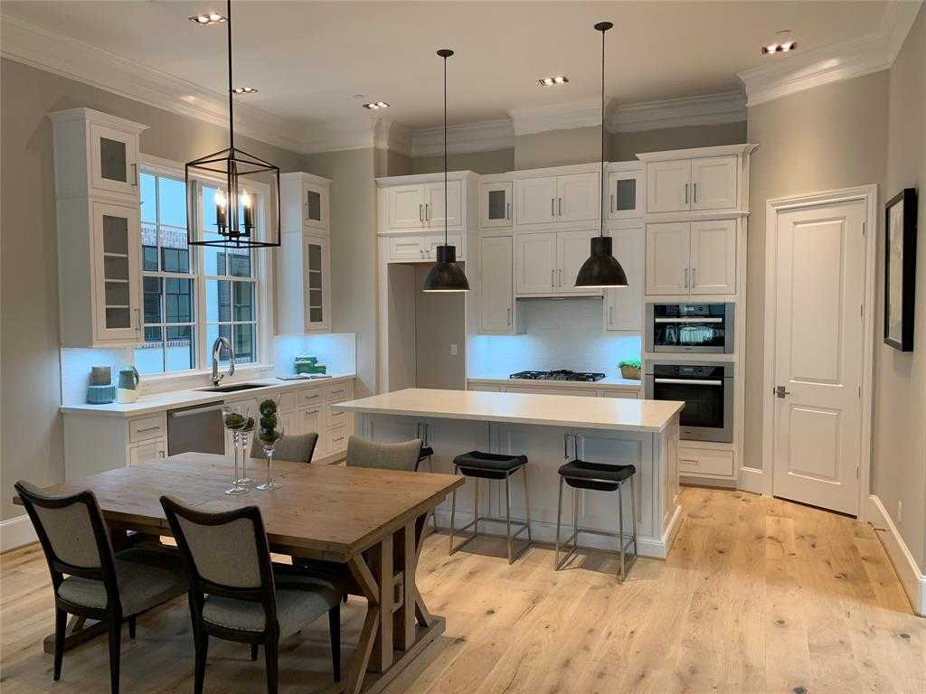 $749,900 - 3Br/4Ba -  for Sale in Castle Court Terrace Amd, Houston