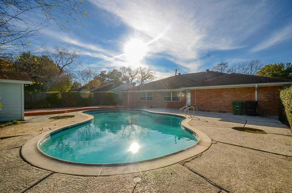 $250,000 - 4Br/2Ba -  for Sale in Braes Timbers, Houston