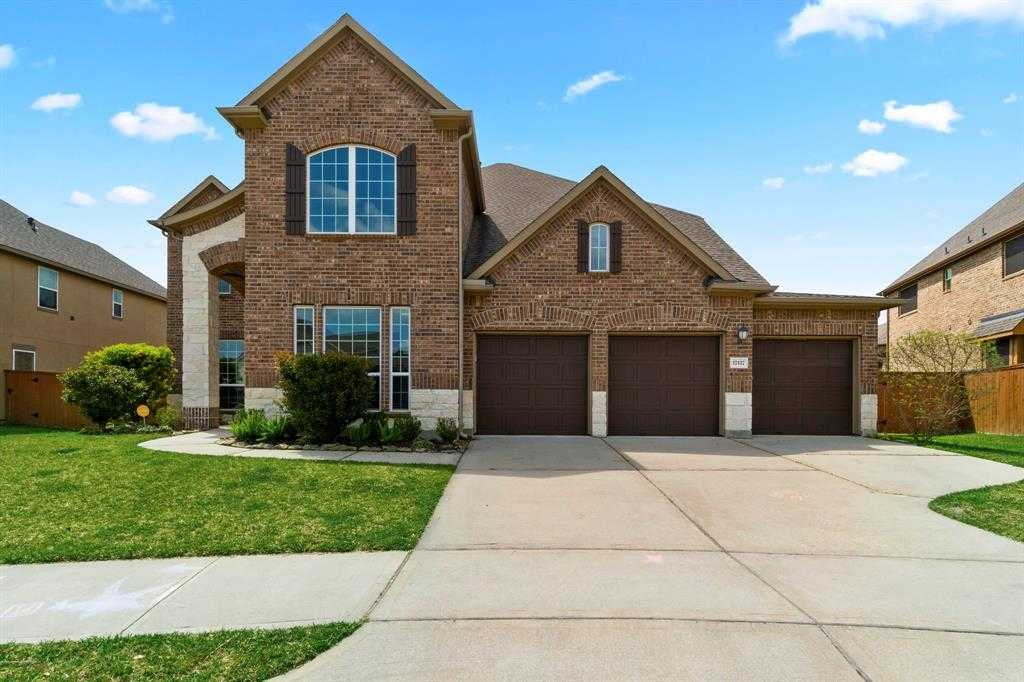 $389,900 - 4Br/4Ba -  for Sale in Waters Edge Sec, Houston