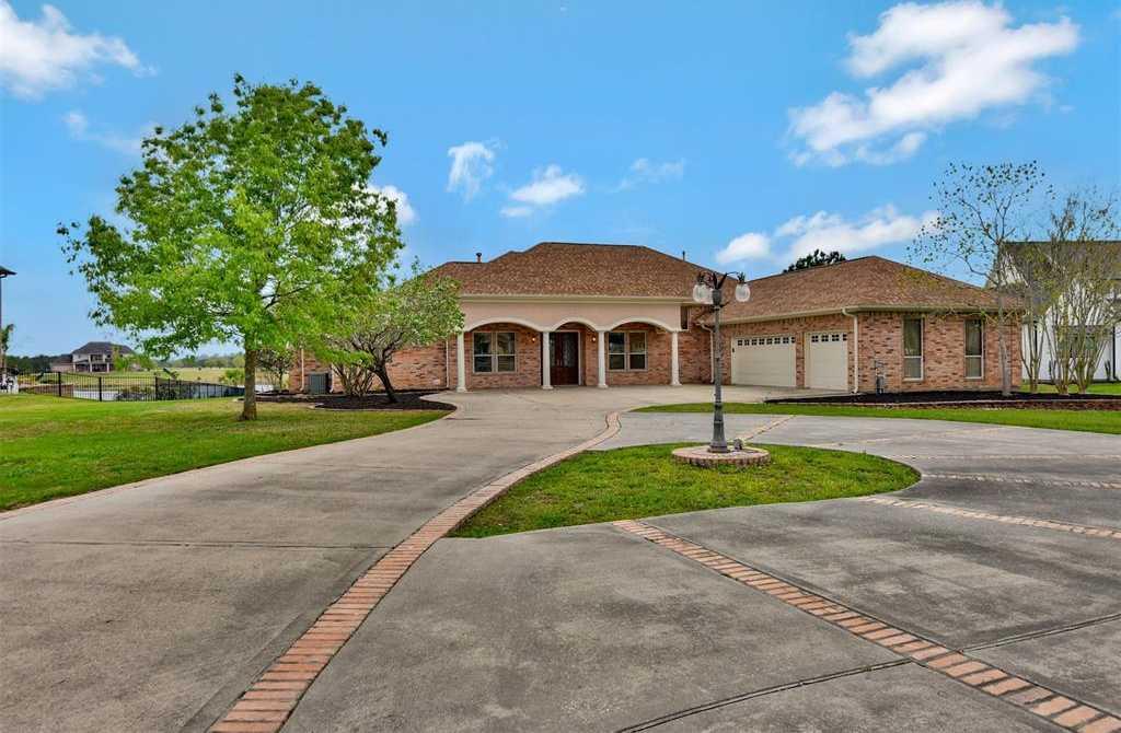 $450,000 - 4Br/4Ba -  for Sale in Grand Lake Estates, Montgomery