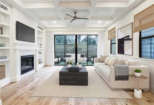 $587,900 - 3Br/3Ba -  for Sale in Oak Grove Garden Homes, Houston