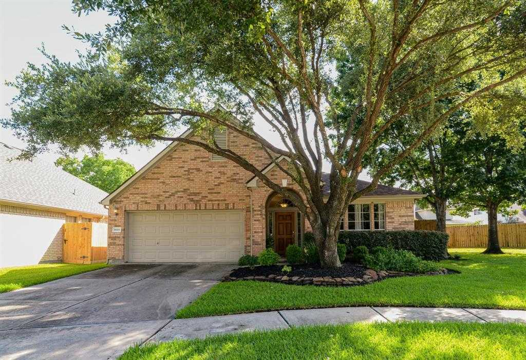 $240,000 - 3Br/2Ba -  for Sale in Wortham Grove Sec 02, Houston