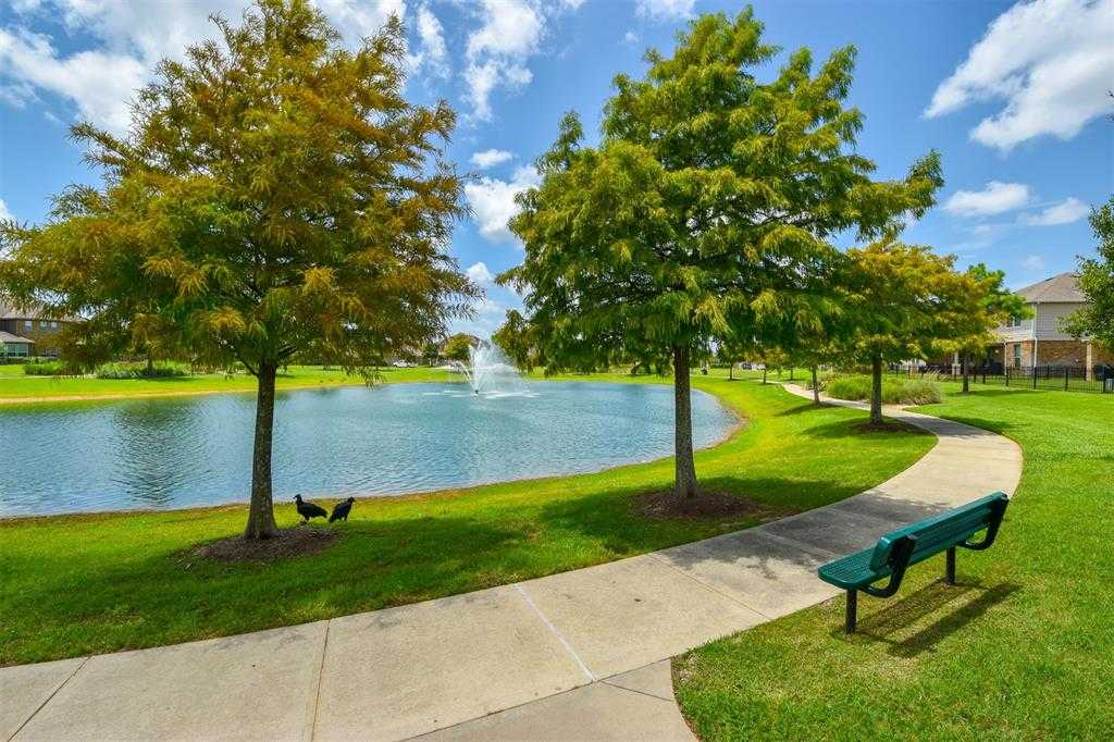 $275,000 - 3Br/2Ba -  for Sale in Cypress Landing, Cypress