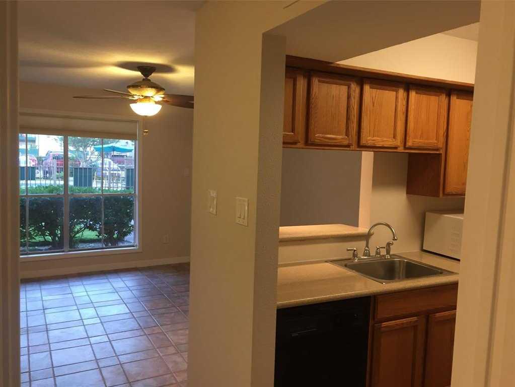$68,500 - 1Br/1Ba -  for Sale in Baywind Condo, Houston