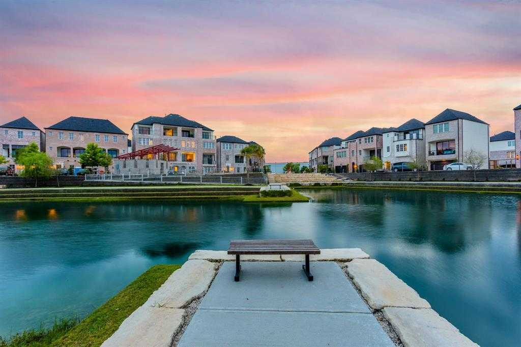 $366,000 - 2Br/3Ba -  for Sale in Cottage Grove Lake, Houston