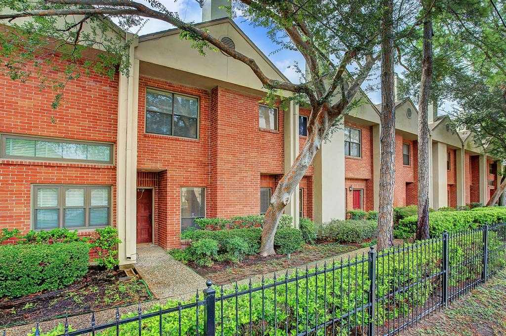 $269,500 - 2Br/3Ba -  for Sale in Bering Drive T/h Condo, Houston