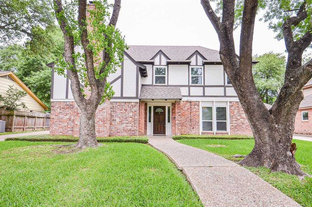 $319,999 - 4Br/3Ba -  for Sale in Village West, Houston