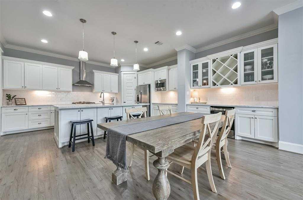 $389,900 - 3Br/3Ba -  for Sale in Oak Forest, Houston