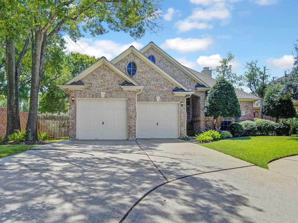 $275,000 - 3Br/2Ba -  for Sale in University Park Patio Homes, Houston