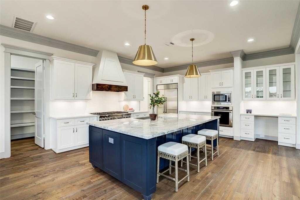 $998,900 - 4Br/3Ba -  for Sale in Candlelight Place, Houston