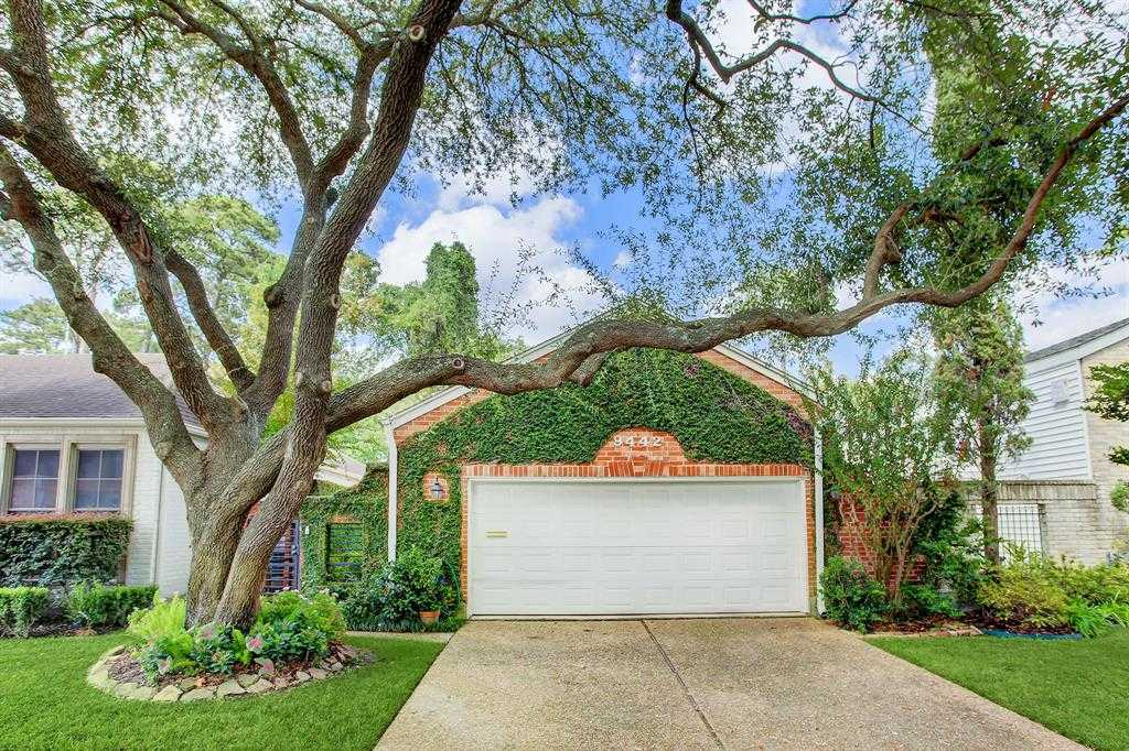 $659,900 - 3Br/3Ba -  for Sale in Woodlake Forest Ii, Houston
