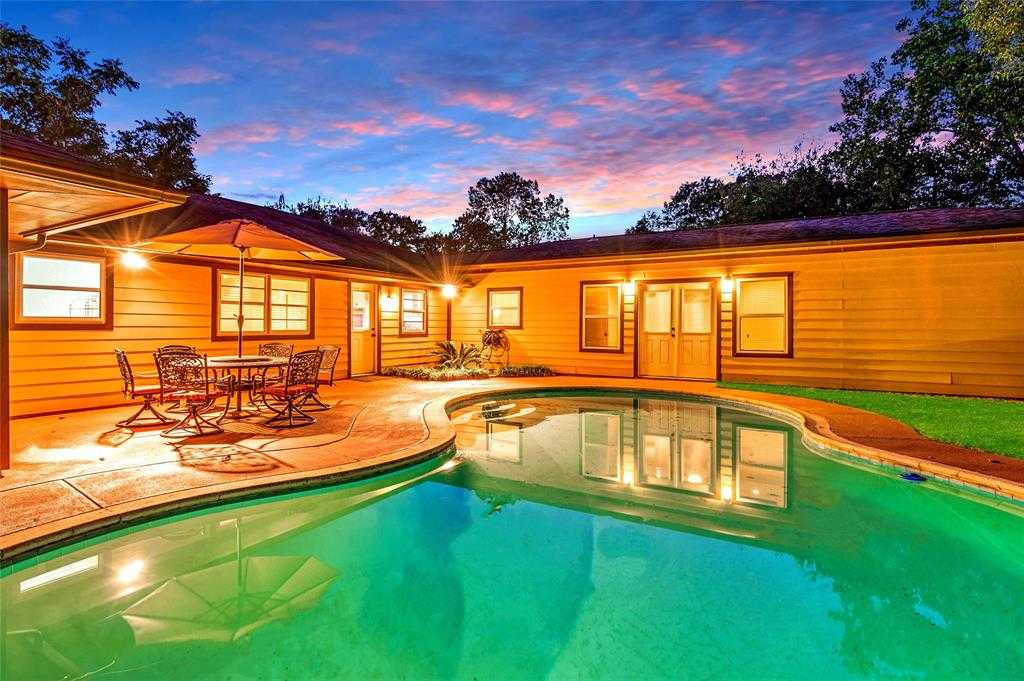 $572,500 - 3Br/3Ba -  for Sale in Timbergrove Manor Sec 13, Houston