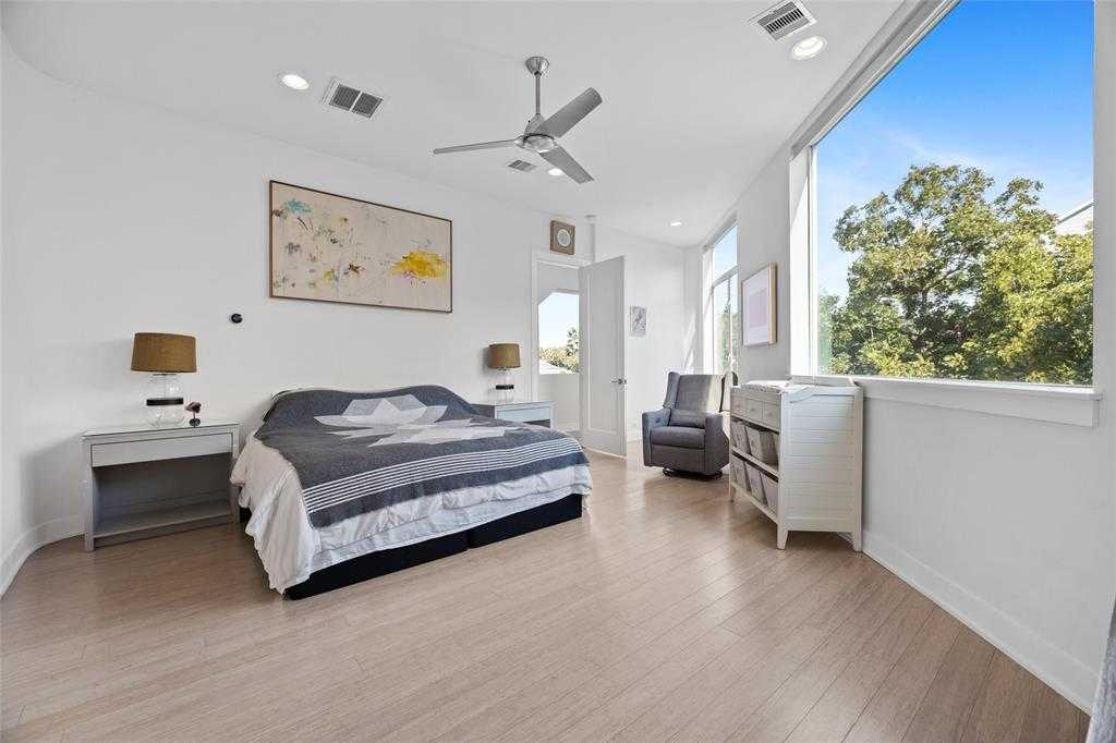 $850,000 - 3Br/3Ba -  for Sale in Houston Heights, Houston