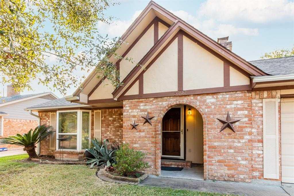 $200,000 - 3Br/2Ba -  for Sale in Bear Creek Village Sec 04, Houston