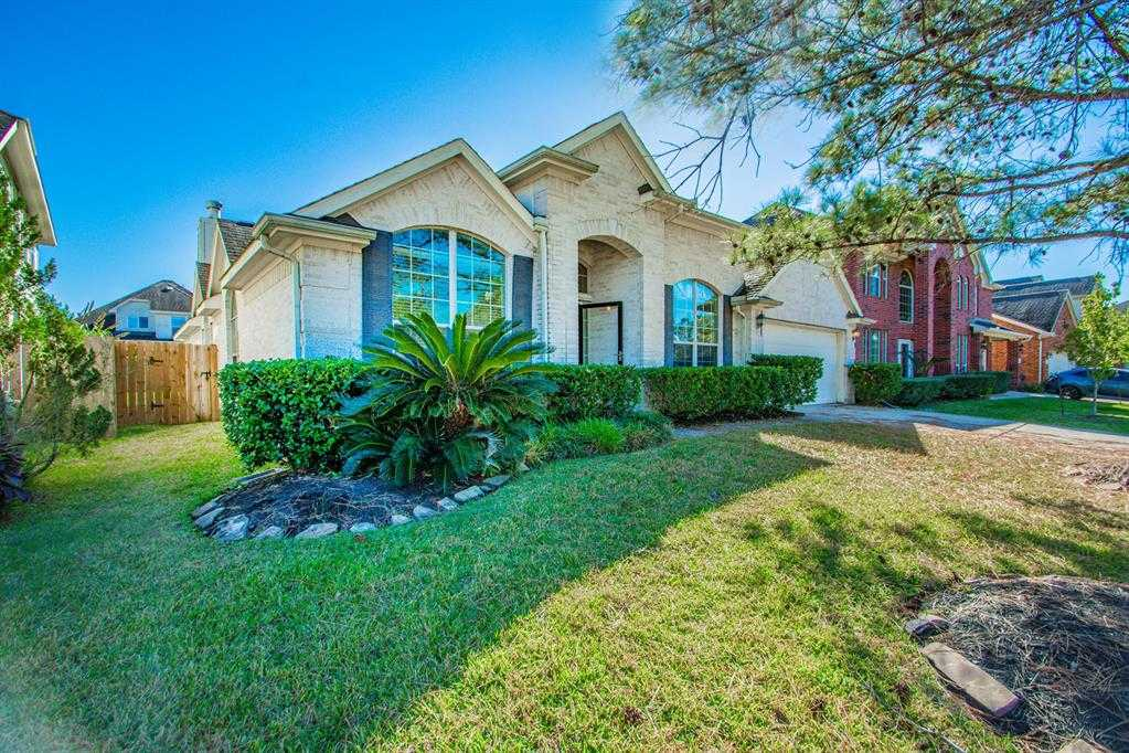 $299,900 - 3Br/3Ba -  for Sale in Shadow Creek Ranch Sf1-sf2-sf3, Pearland