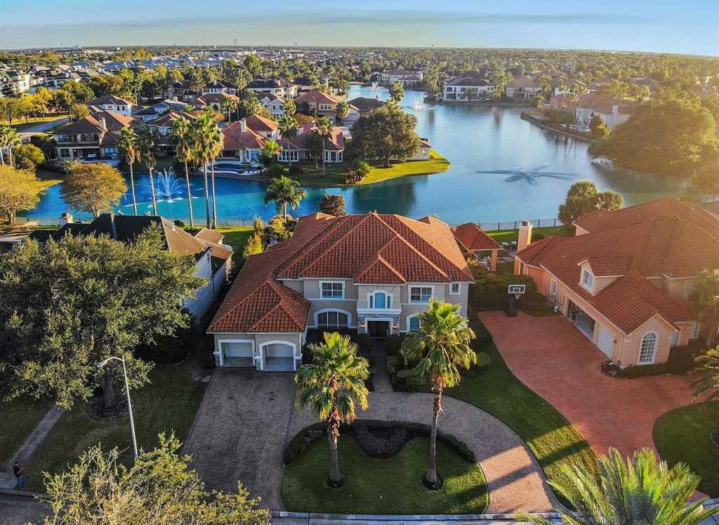 $1,098,000 - 5Br/5Ba -  for Sale in Lakes Of Parkway, Houston