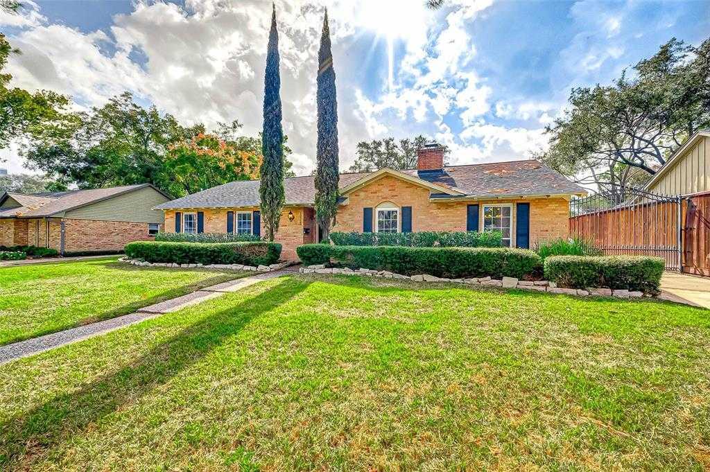$369,000 - 4Br/2Ba -  for Sale in Walnut Bend Sec 03 R/p, Houston