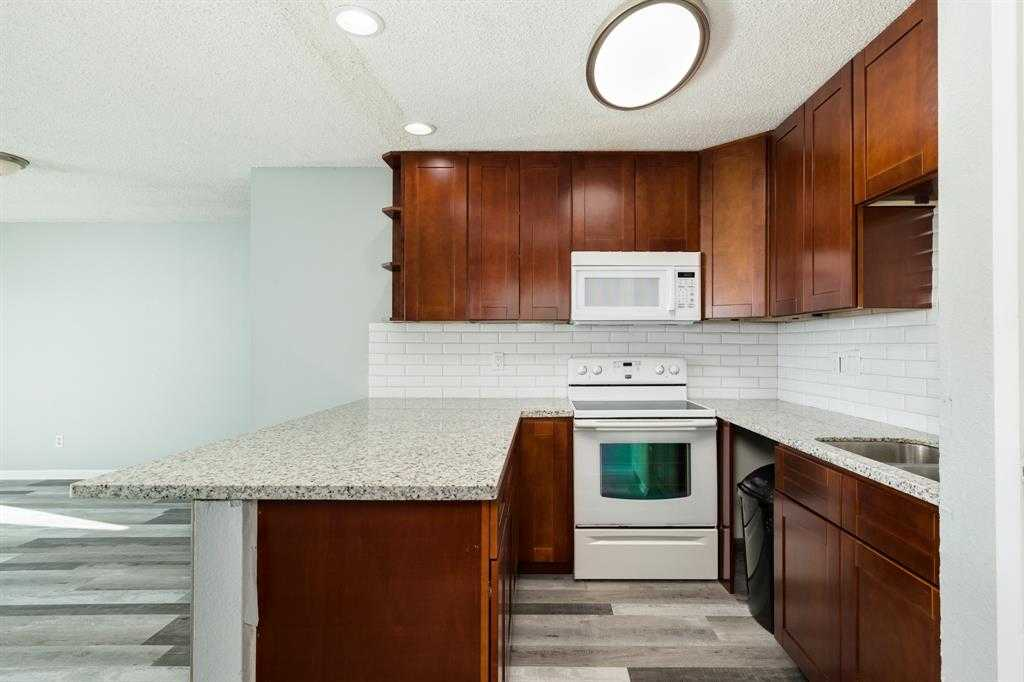 $116,000 - 3Br/2Ba -  for Sale in Rivertree, Lake Jackson