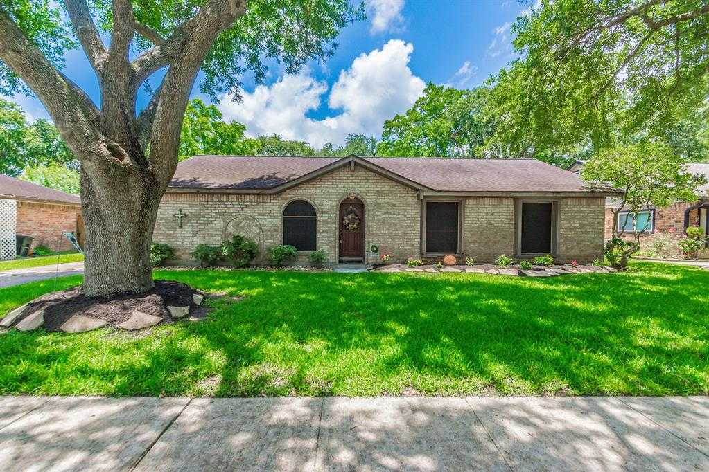 $289,999 - 4Br/2Ba -  for Sale in Wedgewood Village 3, Friendswood