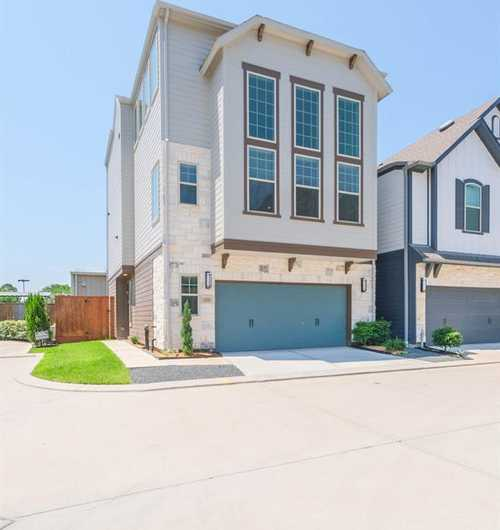 $425,000 - 5Br/4Ba -  for Sale in Ashford Manor, Houston