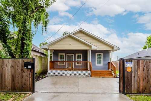 $425,000 - 3Br/2Ba -  for Sale in Bradley White Oak, Houston