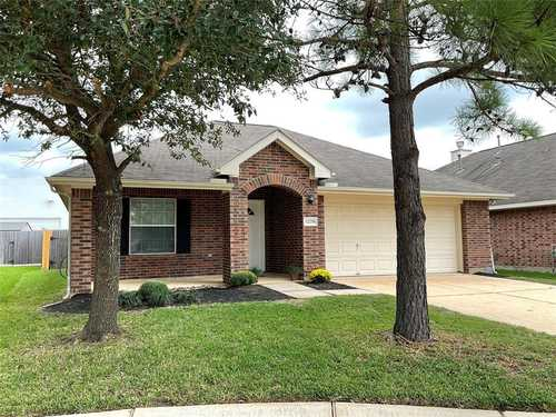 $230,000 - 3Br/2Ba -  for Sale in Pinecrest Forest, Tomball