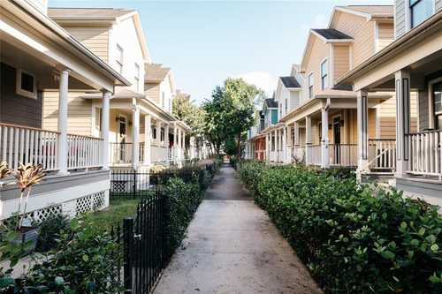 $390,000 - 3Br/3Ba -  for Sale in Shady Park Cottages, Houston