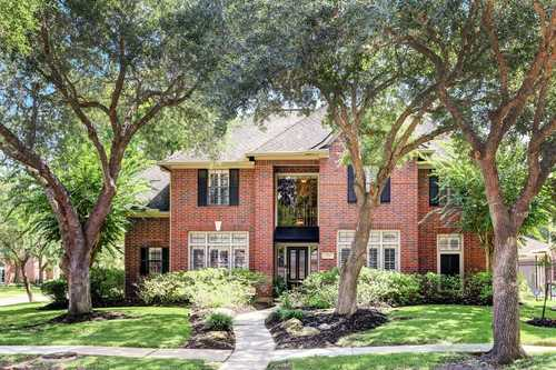 $478,990 - 4Br/3Ba -  for Sale in Greatwood Trails Sec 4, Sugar Land