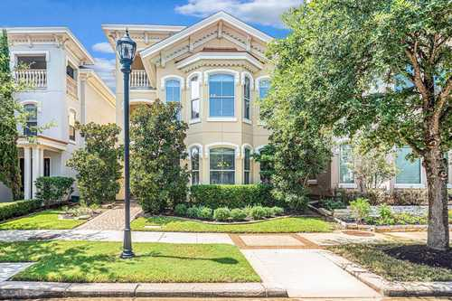 $865,000 - 3Br/4Ba -  for Sale in The Villas/ East Shore, The Woodlands