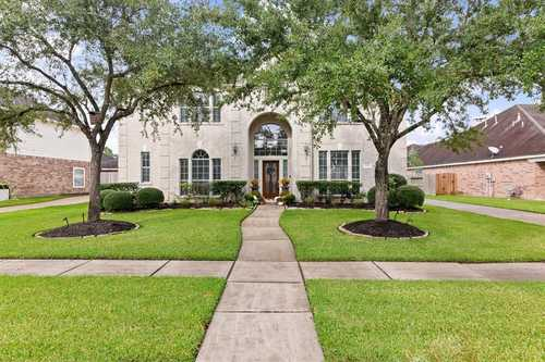 $549,000 - 4Br/4Ba -  for Sale in Springbrook Sec 2 At Silverlak, Pearland