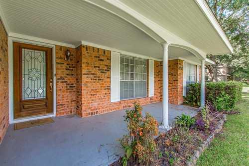 $650,000 - 3Br/2Ba -  for Sale in Outpost Estates, Houston