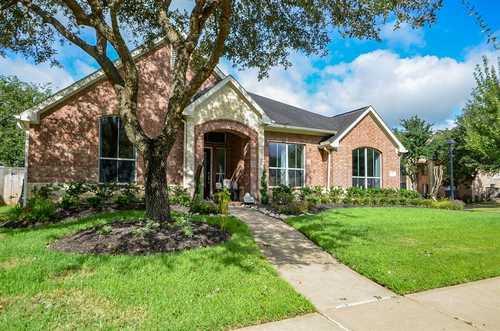 $369,500 - 4Br/2Ba -  for Sale in Orchard Lake Estates Sec 2, Sugar Land