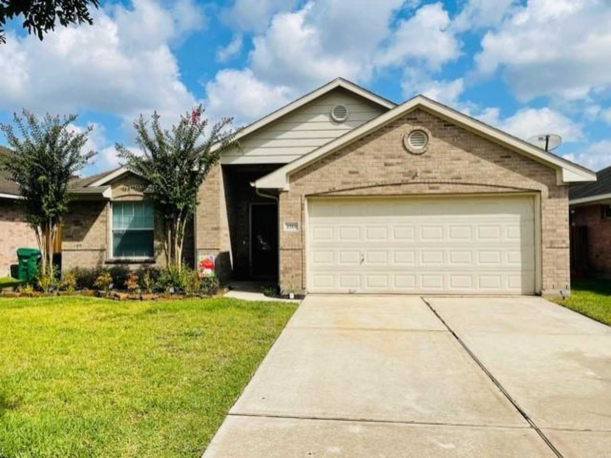 $285,000 - 3Br/2Ba -  for Sale in Imperial Oaks Park 06, Conroe