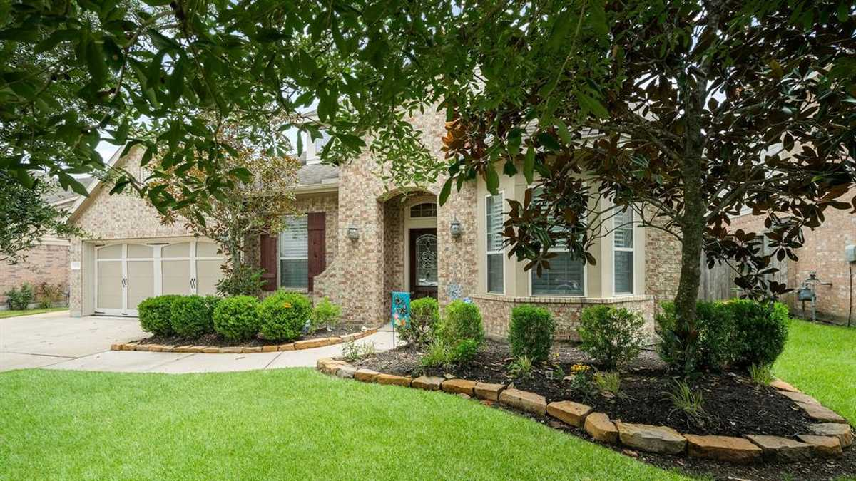 $425,000 - 4Br/3Ba -  for Sale in Falls At Imperial Oaks, Spring